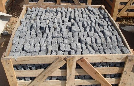 Black Basalt Natural + Tumbled Cobblestone