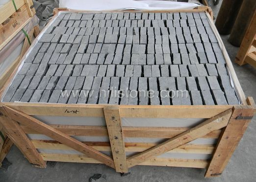 G684 Black Natural + Bottom Sawn Cobblestone