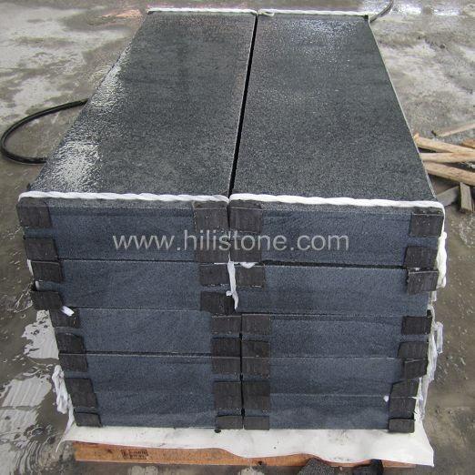 G654 Blue Black Flamed Stone Kerbs
