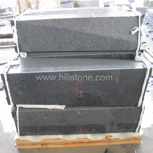 G654 Blue Black Flamed Transition Stone Kerbs
