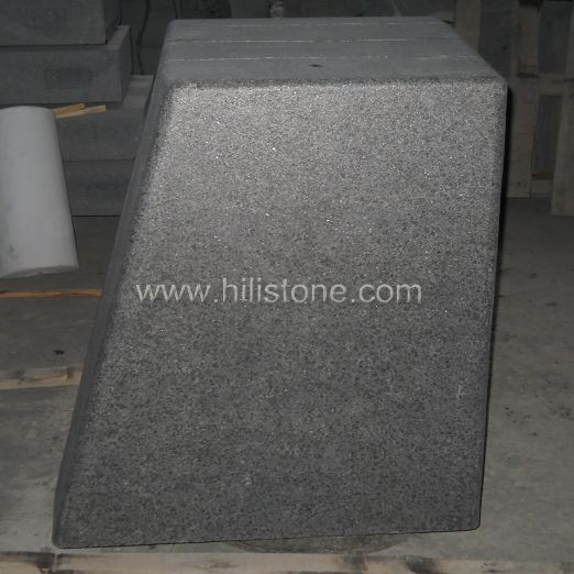 G684 Black Flamed Grooved Stone Kerbs