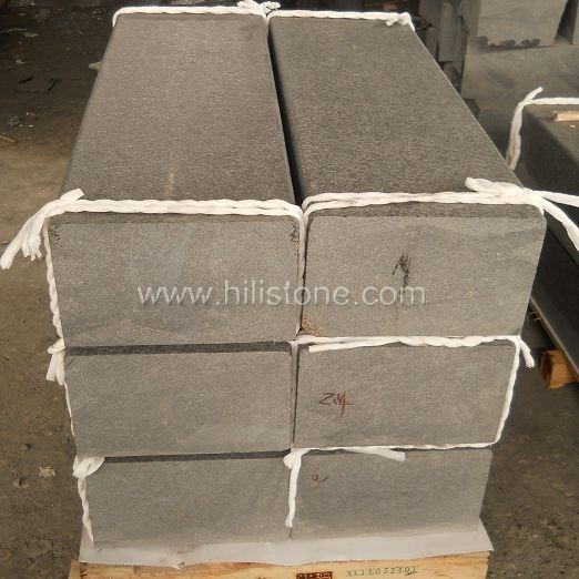 G684 Black Flamed Stone Kerbs