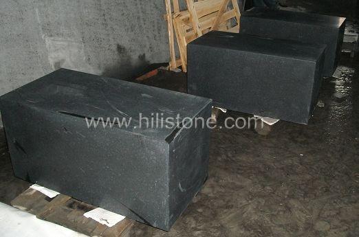 G684 Black Honed Stone Kerbs