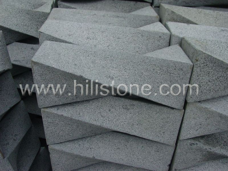 Stone Palisades Granite pillars Irregular shapes