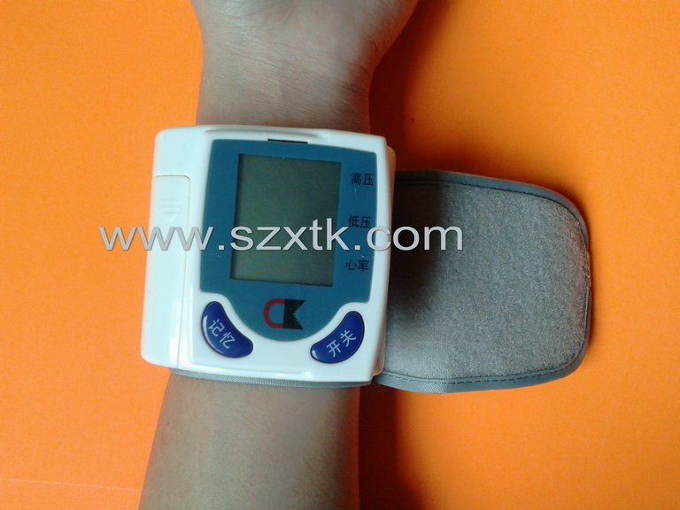 Intelligent Wrist Blood Pressure Monitor